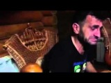 Асхаб Бурсагов Слушает музыку и Плачет