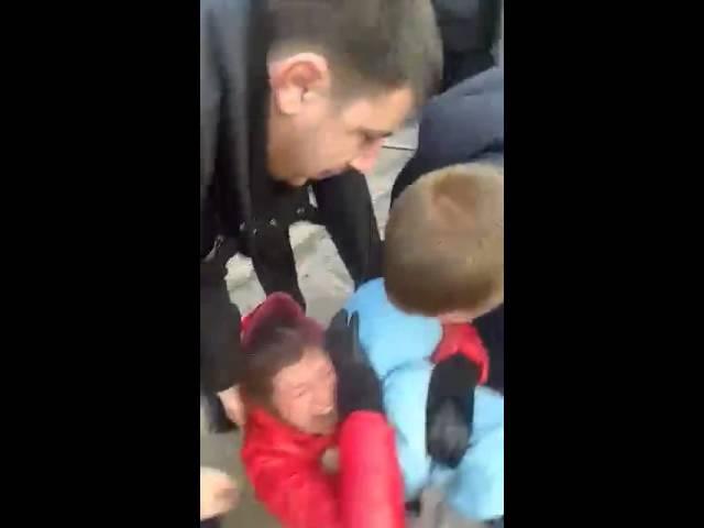 В Броварах колекторські працівники викинули на вулицю сім'ю з дітьми