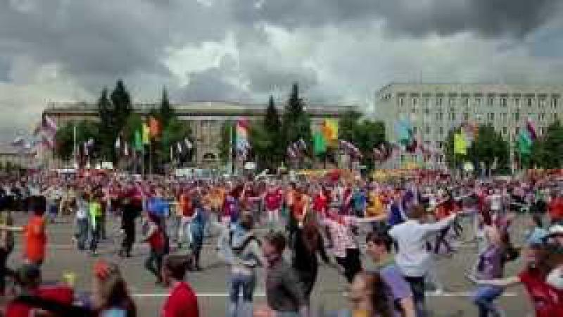 Флэшмоб по русски 2 СИБИРСКИЙ ХОРОВОД Russian style flash mob from Siberia