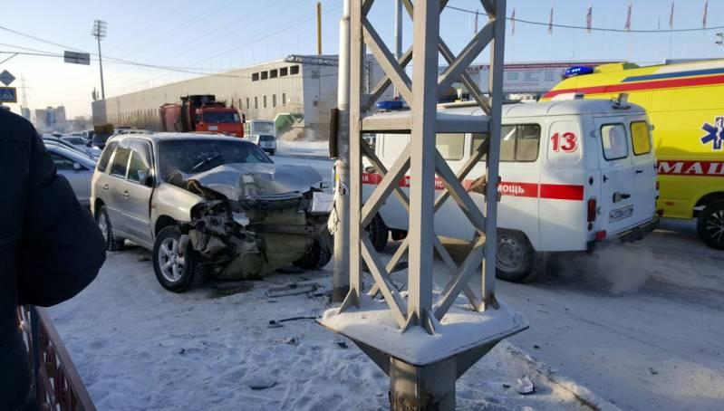 Один человек погиб, еще двое пострадали в результате ДТП в Якутске