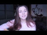 Очень милая девушка  круто поет под гитару