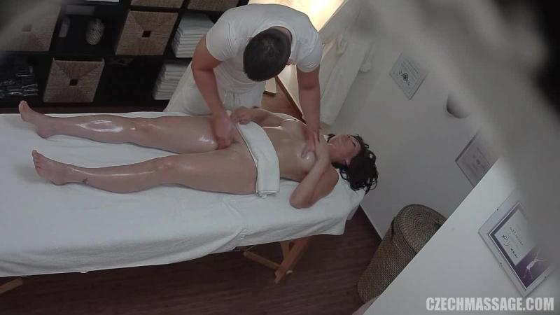 Порно подсмотренное в массажном салоне