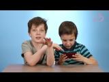 Дети впервые играют в советскую электронную игру Ну, погоди