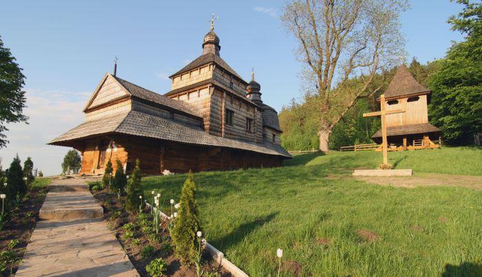 На Львівщині горіла унікальна дерев'яна церква