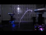 AC-DC - Back in Black em Bobinas de Tesla (Musical Tesla Coils)
