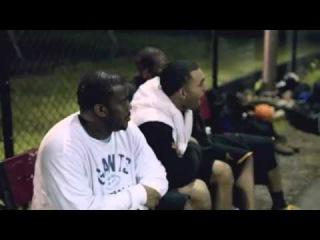 Il se déguise en papy et humilie des jeunes au basket