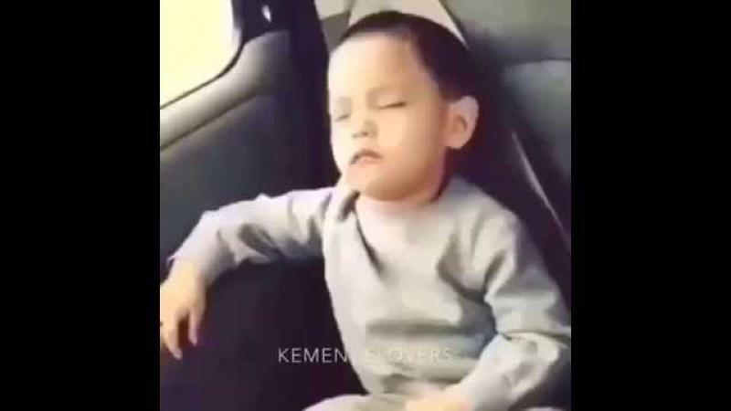 Kemençe sesiyle kopan çocuk