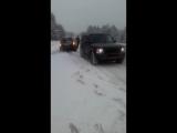 Зима. Девушка на машине. Занесло. Помогли.