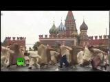 «Дурдом под названием Россия» в сети опубликована новая песня на видео о праздн ...