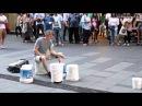 Виртуоз уличный музыкант ударного инструмента