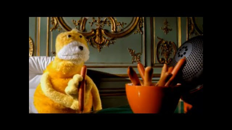 Mr Oizo Flat beat official video directed by Quentin Dupieux with Flat Eric