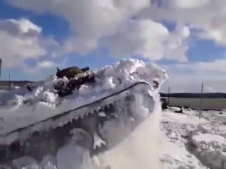 Как МТЛБ выходит из зимней спячки
