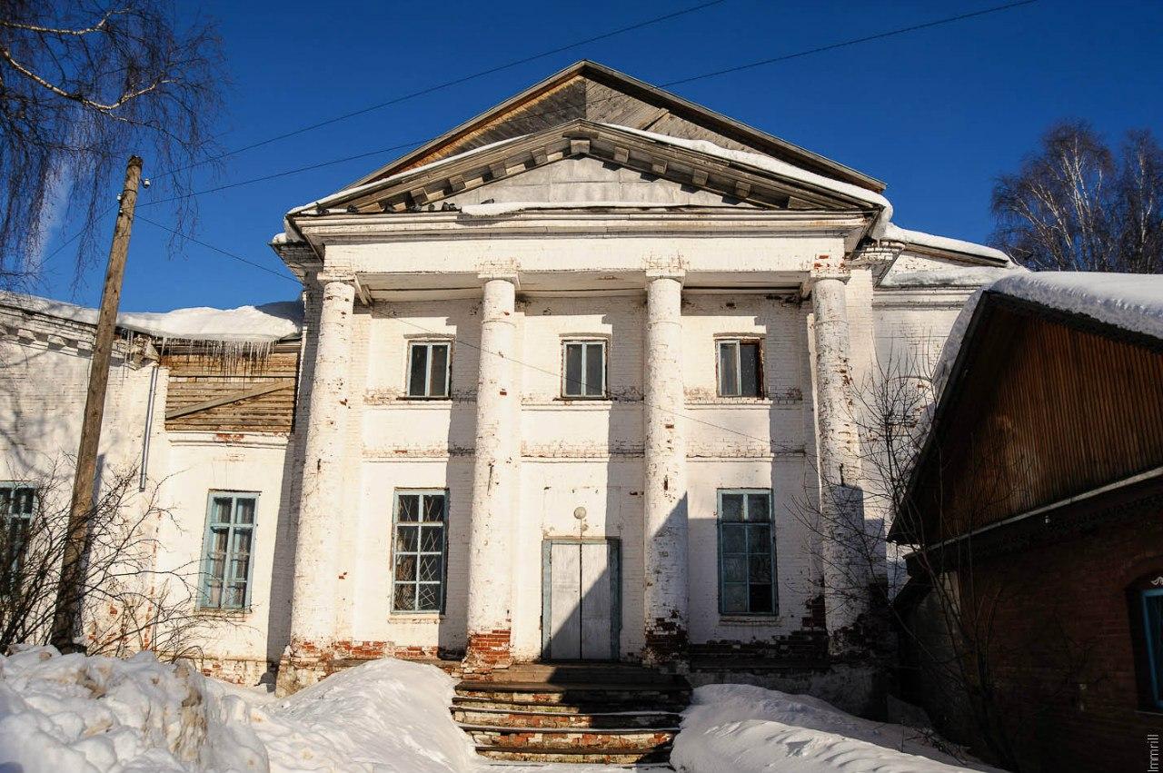 Свято-Троицкая церковь села Калинино (1833-1855), арх. М.П.Малахов, ныне клуб
