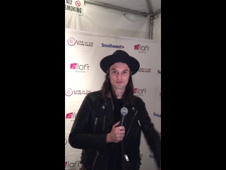 Litv: ok, who's a @jamesbaymusic fan? he's got a msg just for you!