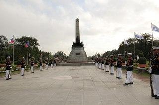 Церемония возложения венков в парке Ризал, Лунэта, Манила.