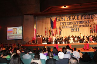 Выступление В. Мегре на церемонии награждения Премии Гузи