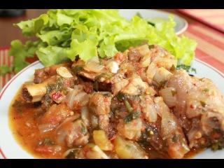 Чахохбили.Грузинское блюдо из курицы.Georgian dish of chicken.