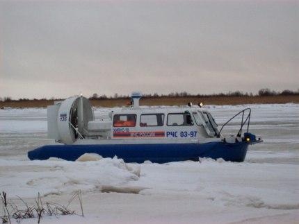 Супружескую пару, выехавшую на рыбалку в Белое море, эвакуировали в Архангельск на катере МЧС