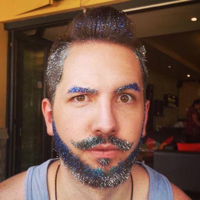 """R8yaEsGFNeQ - Кончита Вурст: """"Как украсить бороду к празднику"""" (30 ФОТО)"""