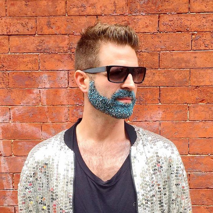 """EfwbGNqlpD8 - Кончита Вурст: """"Как украсить бороду к празднику"""" (30 ФОТО)"""