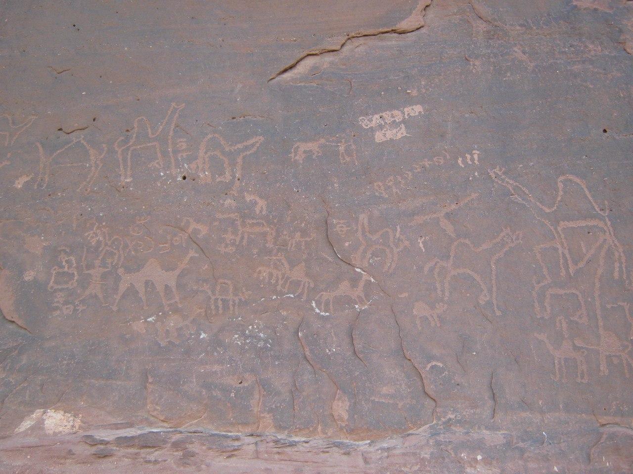 древние наскальные рисунки в Вади Рам