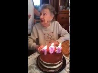 Grandma blows out the candles and spat teeth / бабуля задувала свечи и выплюнула зубы