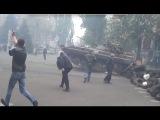 9 мая 2014. Мариуполь. Танки ломают баррикады Мариуполь 9 мая