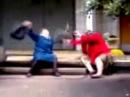 Бабки мутузят друг друга сумками=) Приколы с бабками