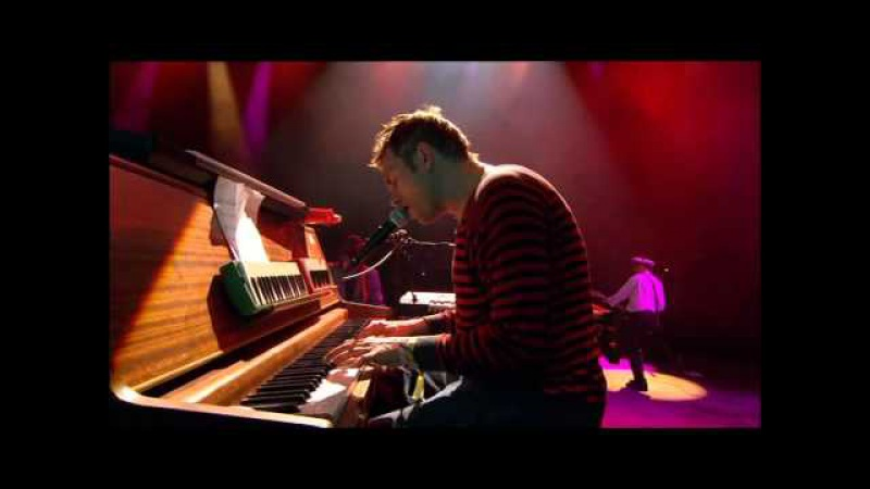 Gorillaz - El Mañana (Live @ Glastonbury 2010)