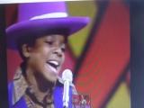 Я описался;)Michael Jackson, в 1967 поп идол , золотой ребенок , и клип цветной)))