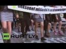 В Нидерландах мужчины в мини-юбках вышли на митинг в защиту женщин