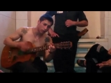 Цыган на зоне красиво поет под гитару - YouTube