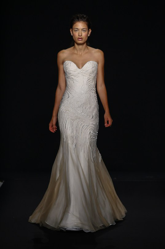 RxMFsKuwvu0 - Свадебные платья класса Люкс - 2016