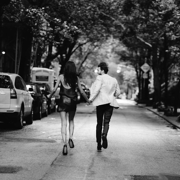Когда находишь своего человека, с ним перестаешь стесняться даже самых странных своих поступков. Ибо с ним ты словно наедине с собой.
