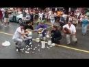 Ένας έλληνας τους έκανε να χορεύουν Ζορμπά