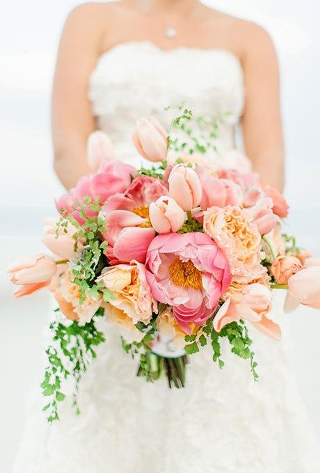 21 Весенний свадебный букет с тюльпанами. Сайт ведущего. Найти ведущего на торжество, тамаду на свадьбу - +7(937)-727-25-75  и  +7(937)-555-20-20