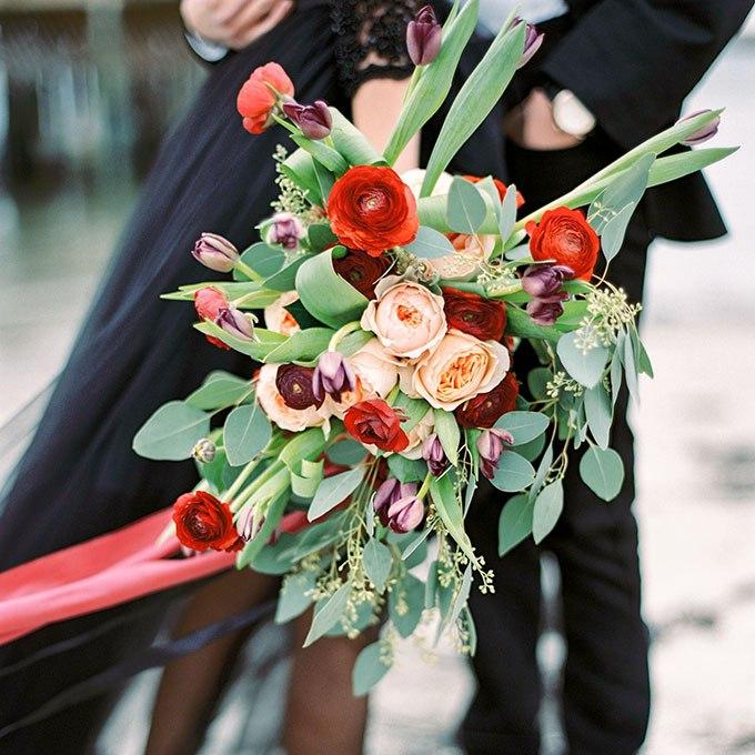 di62WHKExKY - 20 Весенних свадебных букетов с тюльпанами