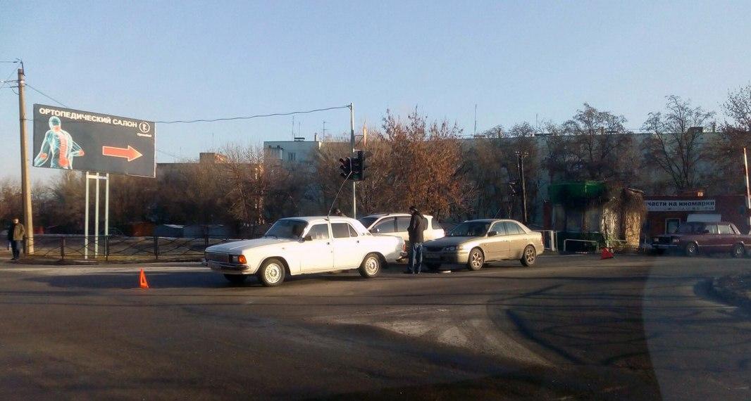 Сегодня утром в Таганроге на пересечении улиц им.Сергея Шило и Транспортной произошло сразу два ДТП