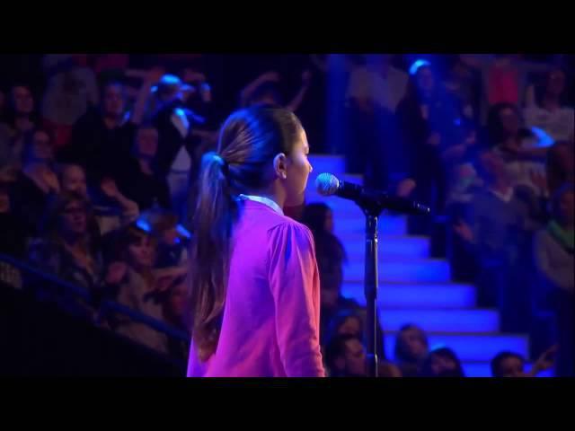 Просто нереальный голос. Все в шоке как она спела! Шоу Голос