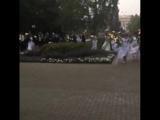 Дождь во время шествия выпускников в Краснодаре