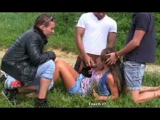 Саманта порно поймали и отъебали по кругу как пукают сначала