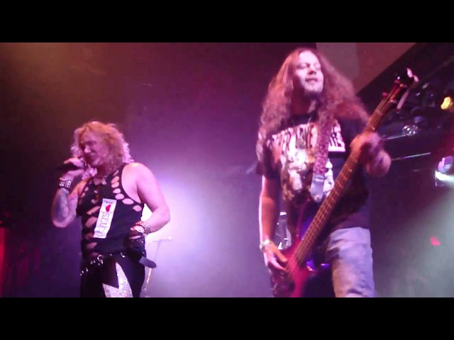 Mike Starr (ex-Alice In Chains) joins Steel Panther on stage @ Key Club 22.Nov.2010