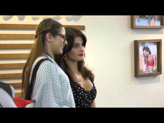 Isabeli Fontana Cuenta Cómo Combina la Maternidad y el Modelaje