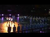 Оркестр Военно-воздушных сил и рота Почетного караула Технической академии из  Греции играют и танцуют Сиртаки
