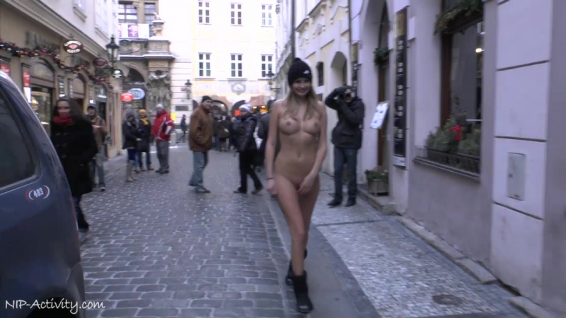 Holly Nude in Public 4