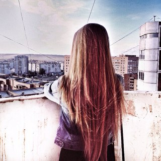 девушки с русыми волосами со спины