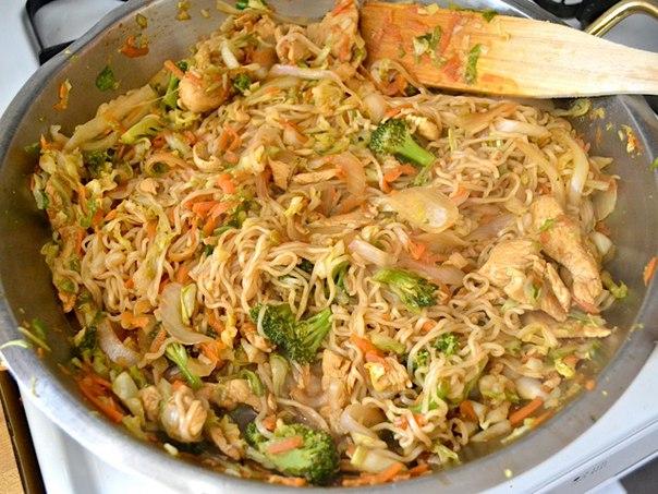 салат с китайской лапшой Якисоба