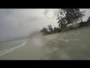 По дикому пляжу на байке