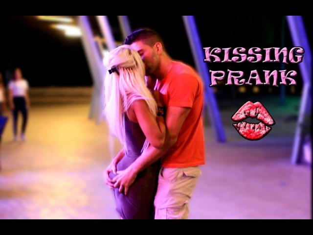 BESOS FACILES ♥ KISSING PRANK | Besando chicas por la noche en Magaluf