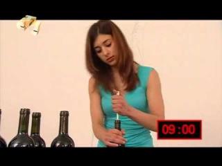 Как открыть бутылку без штопора (Галилео)